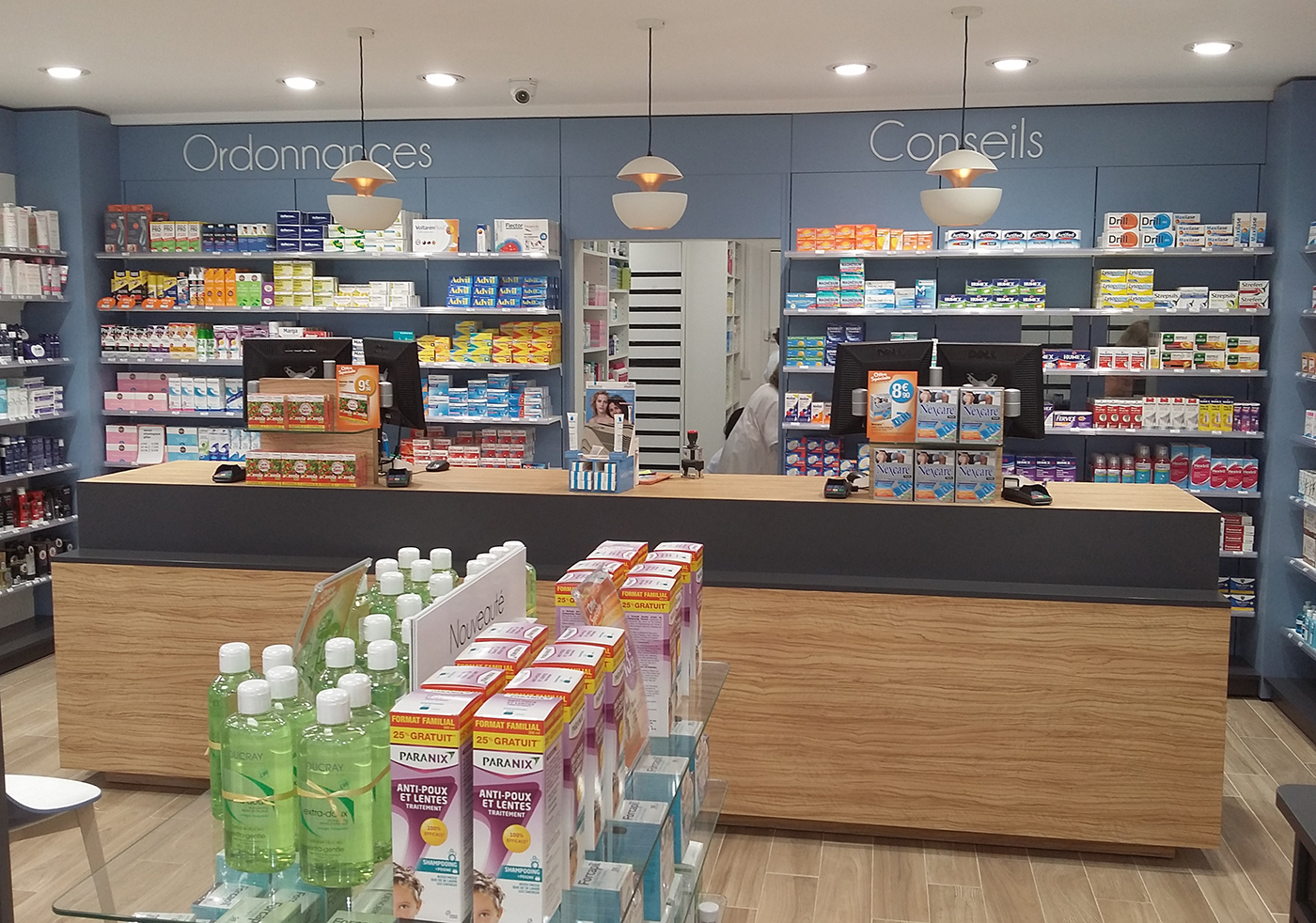 Pharmacie saint hilaire comptoir carre boursin agencement for Boursin agencement