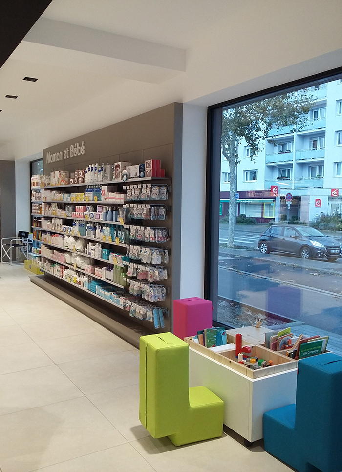 Agencement pharmacie de la niederbourg for Boursin agencement