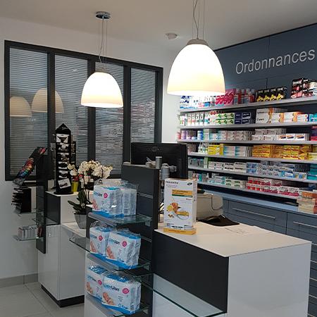 Agencement_Pharmacie_Gare_Pornic_Loire_Atlantique_Pays_de_Loire_UNE