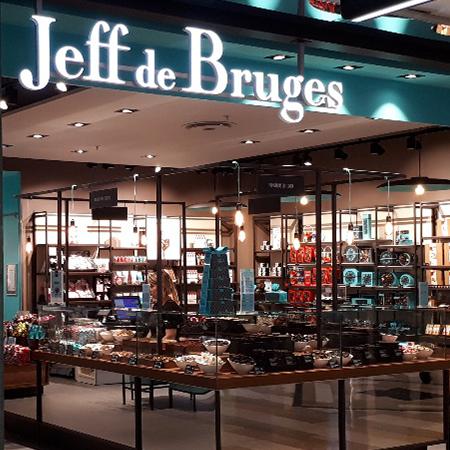 Agencement_Chocolaterie-Jeff-de-Bruges_Puy-de-dome_Clermont-Ferrand_UNE